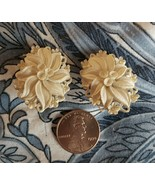 SIGNED VINTAGE WHITE FEATHERWEIGHT CARVED CELLULOID PLASTIC FLORAL CLIP-ONS - $20.00