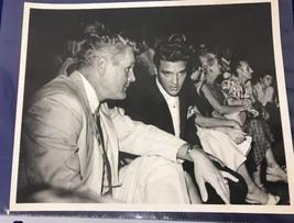 RARE Black & White Picture ELVIS PRESLEY 8x10 Vintage Photo (1B) - $9.99