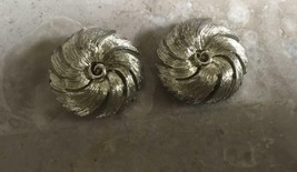 VINTAGE SIGNED LISNER BRUSHED SILVER  TONE  CLIP STYLE EARRINGS - $9.49