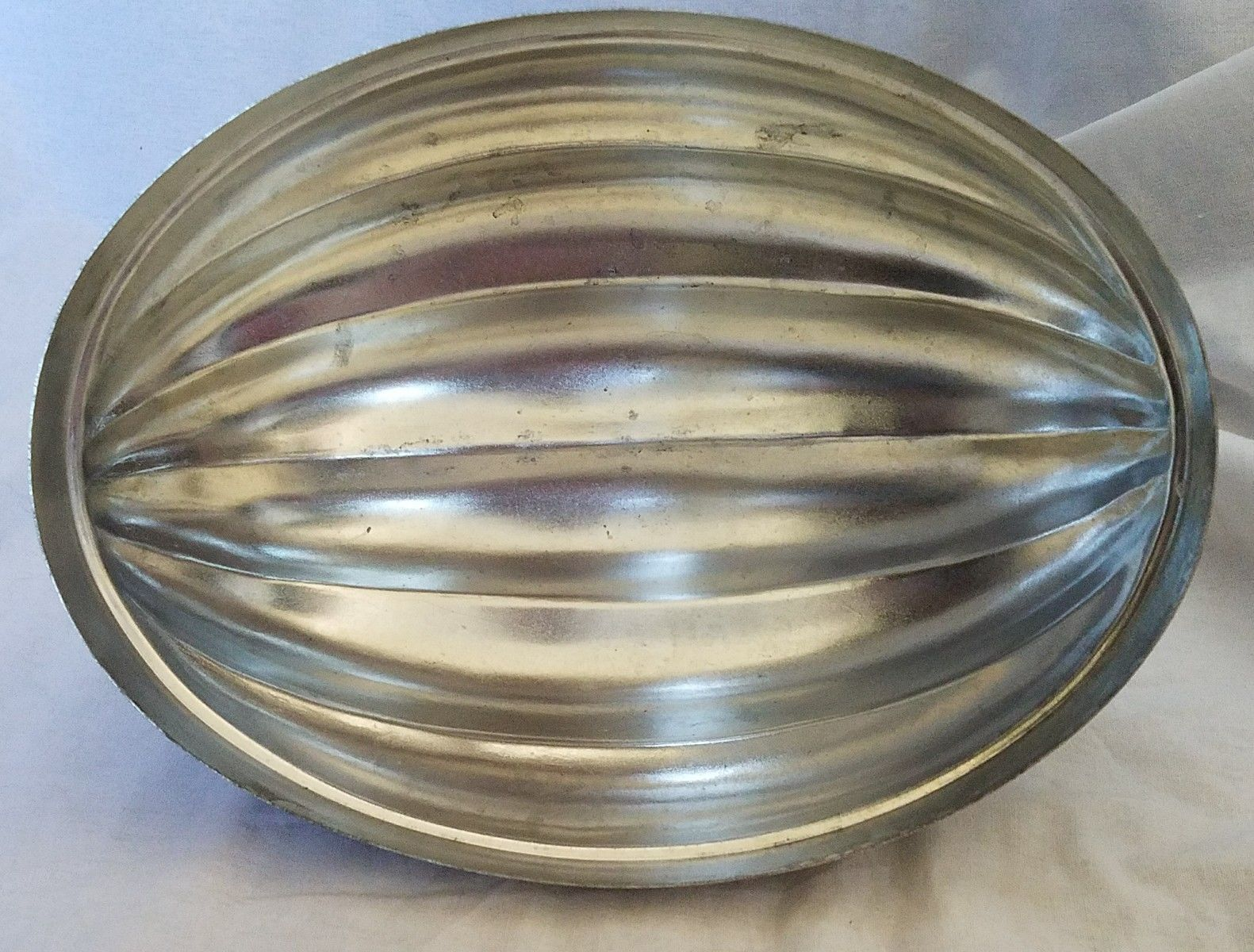 Rowoco Tin Mold Oval Shell Shape with Lid From Portugal Jello  Vintage