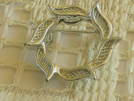 Vintage Signed Gerry's Small Leaf Wreath Silver Tone Pin Brooch - $3.00