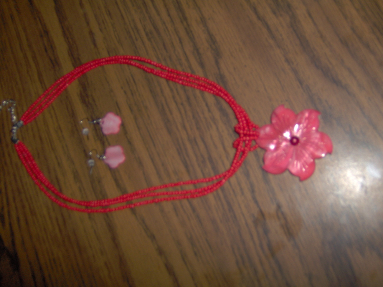 Red Mother of Pearl Flower Pendant Necklace and Earrings Se Bonanza