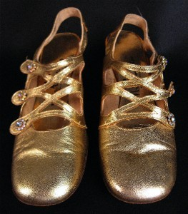 VTG GOLD SHOES HEELS w RHINESTONE BUTTONS 60s MOD 8AA
