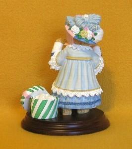 Dept 56 Henrietta Bosworth The Easter Bonnet Figurine Upstairs Downstairs Bears