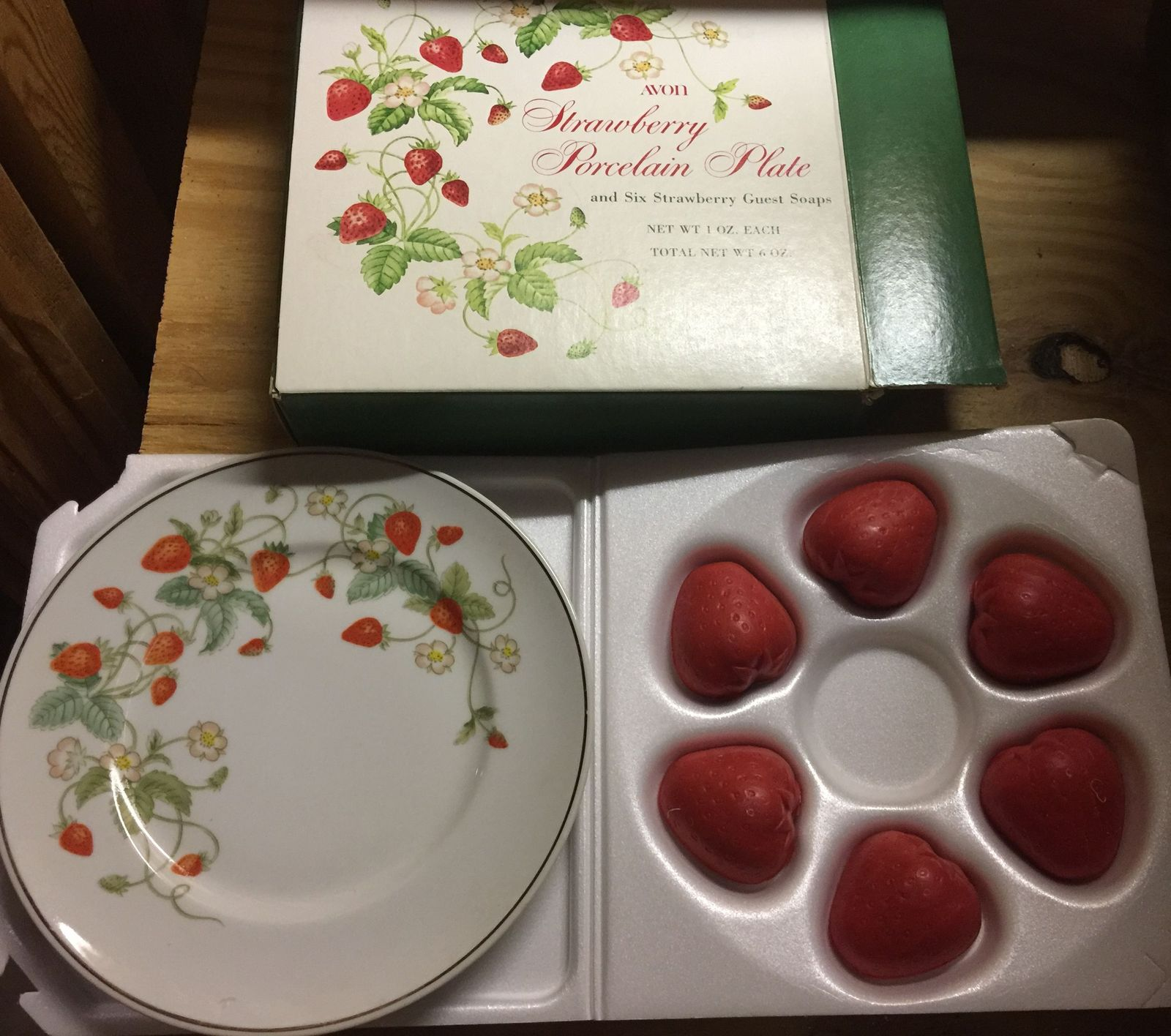 VTG 70s AVON Strawberry Porcelain 22K Gold Rimmed Collector's Plate/6 Soaps~NIB