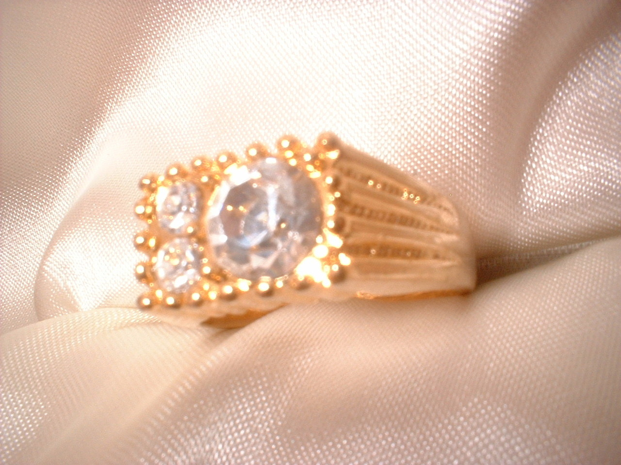 Bb mens 3 stone ring