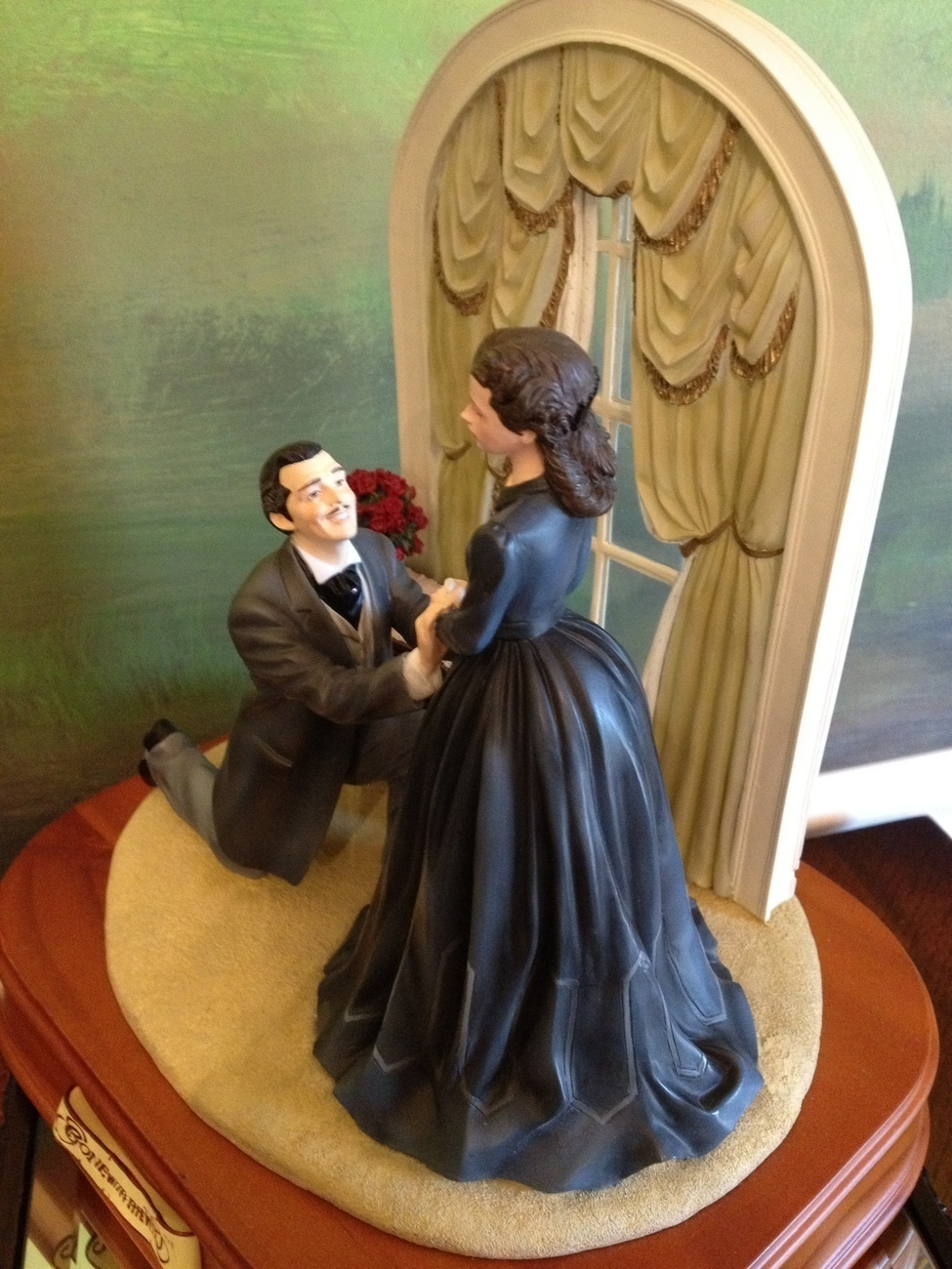 San Francisco Music Box Co - Rhett & Scarlett The Proposal Gone With the Wind