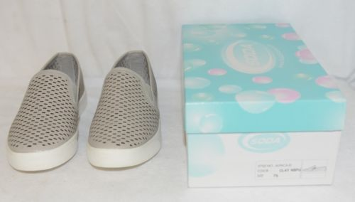 Soda ALPACA G Comfy Slip on Rubber Soled Flat Sneakers Size 7 And Half Clay