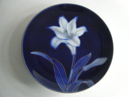 Small Decorative Plate Blue And White Lily Pattern Made In Japan Excellent - $17.95