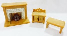 Vintage Epoch Casa Delle Bambole Mobili Miniature Soggiorno Caminetto Ta... - $24.75