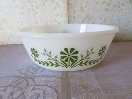 Vintage Glasbake 1 1/2 Quart Casserole with Olive Green Daisies J2600 - $8.00