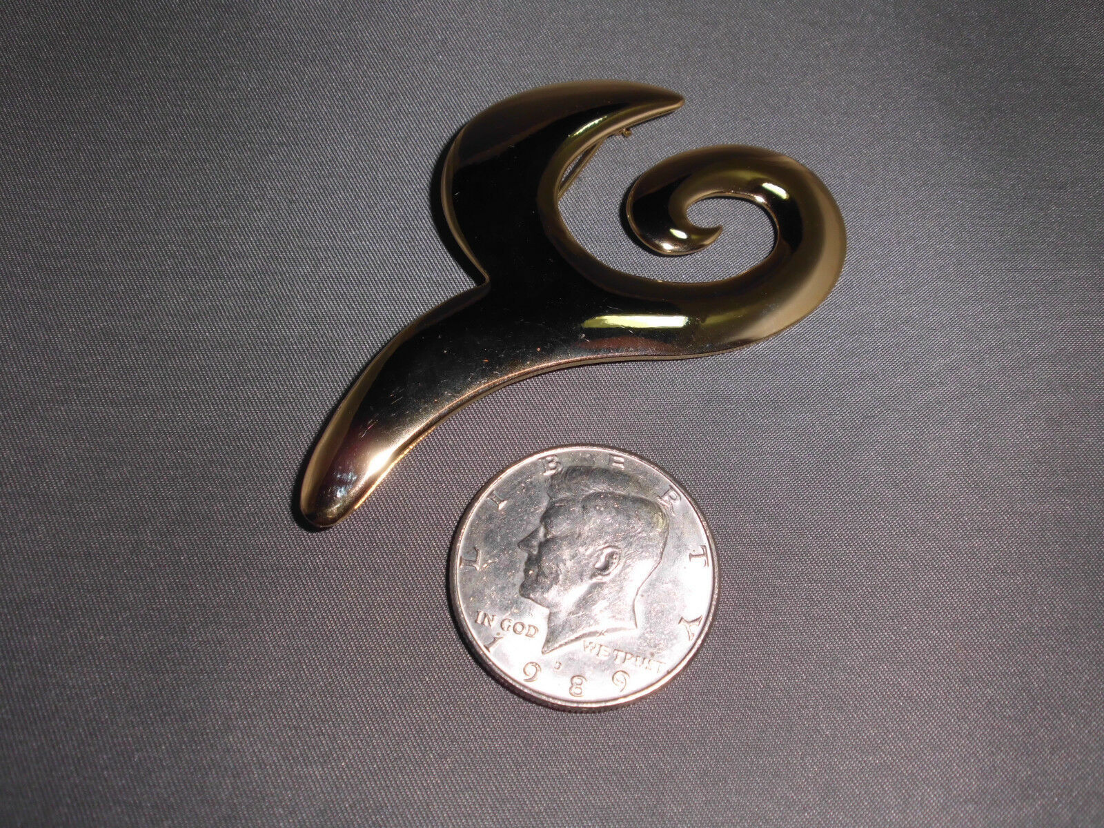 VTG Gold Tone Abstract Modern Brooch Pin - Petal Swirl Design image 2