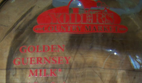 half gallon glass amish milk bottle Yoders farm Pa handle and lid
