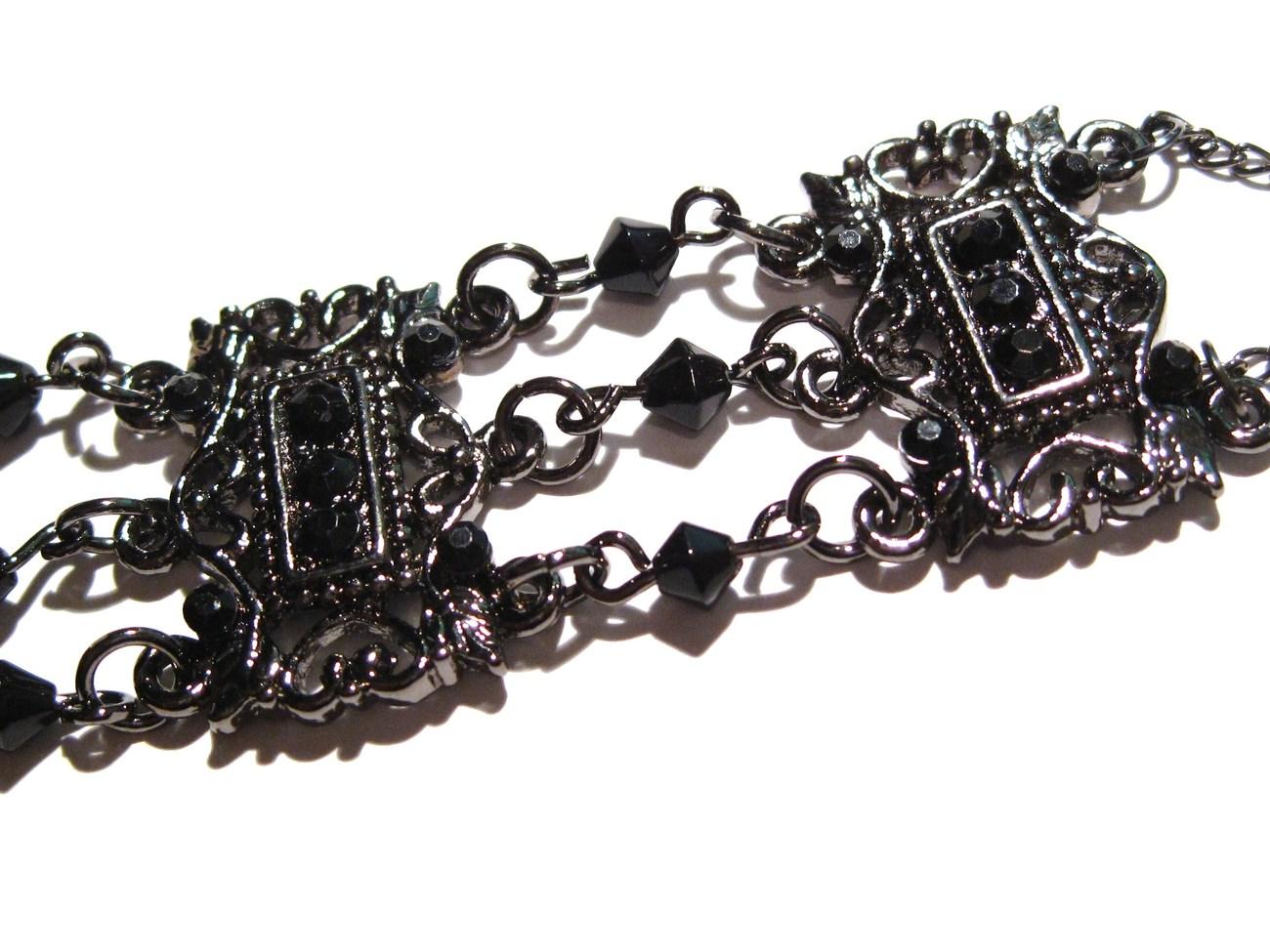 Br60 victorian style antique silver closeup