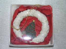 Hestia Products Handmade Pottery White Wreath with Christmas Tree & Red ... - $8.59