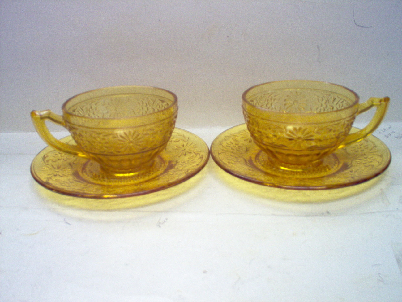INDIANA GLASS AMBER [2]  DAISY CUPS [2]  UNDERPLATE