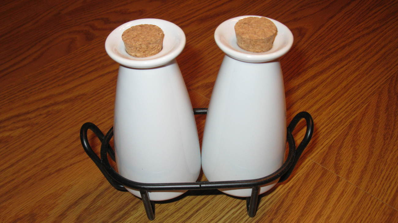 Oil and Vinegar Cruet Set White with Corks in Rack New