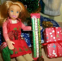Christmas Wrapping Paper- VERY Detailed for Loving Family Dollhouse Doll... - £4.92 GBP