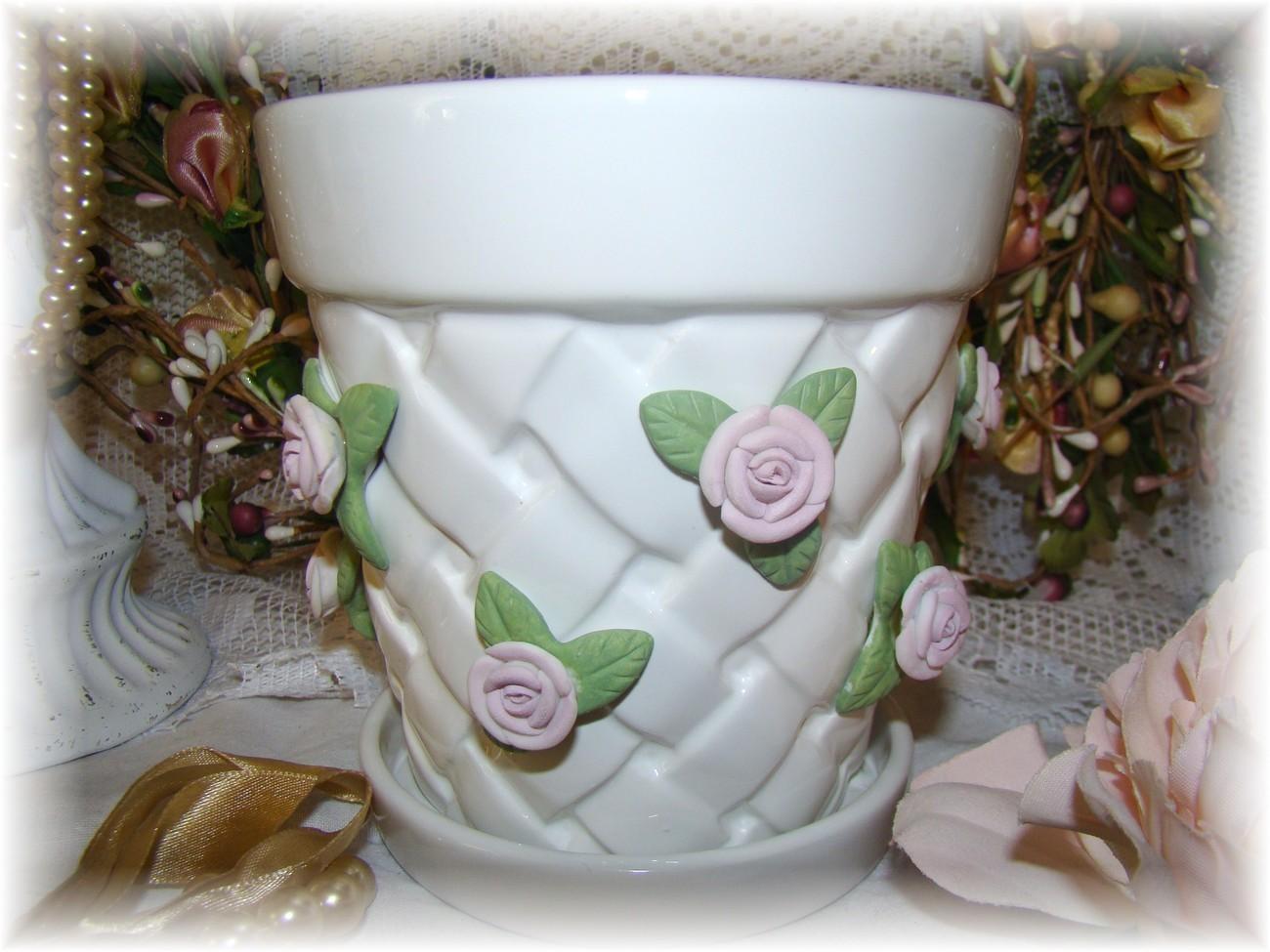 Shabby White Lattice Flower Pot~Applied Chic Pink Roses