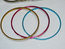 Femmes Avon Hawaïen Shores Bracelet Petit 7 Bracelets Multi F3610691 Nip image 2