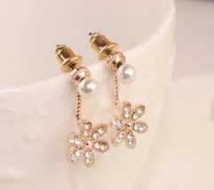 Classy Lilly Earrings * * (12756) >> Combined Shipping - $3.25