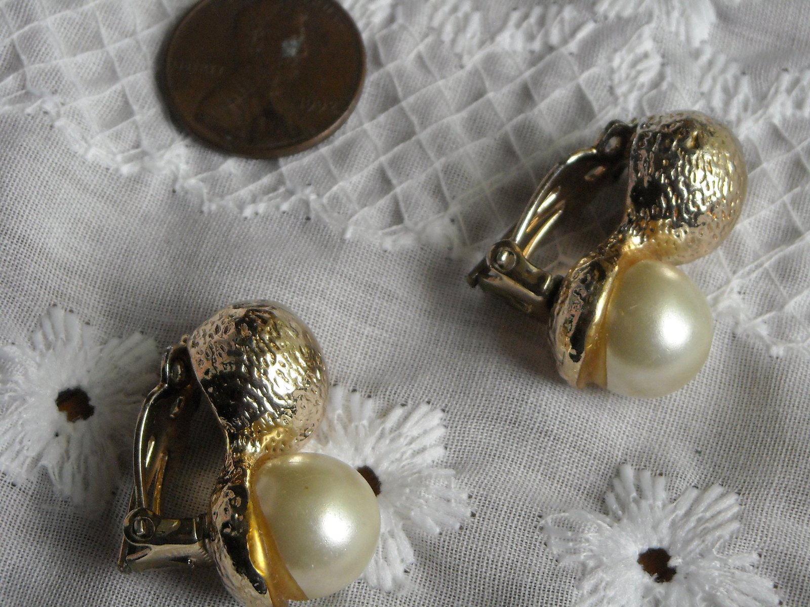 Vintage Clip Earrings Light Rose Gold Tone Half Ball & White Faux Pearl image 2