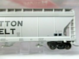 Intermountain # 67044 Cotton Belt 4650 3-Bay Covered Hopper N-Scale image 3