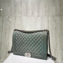 AUTHENTIC CHANEL MATTE CAVIAR QUILTED GREEN LARGE BOY FLAP BAG SILVERTONE HW image 4