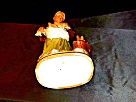 Large Old Lady Figurine with Corn and Basket AA19-1564 Vintage image 8
