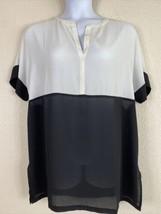 Chico's Womens Size 2 Black & White Relaxed Blouse Short Sleeve V Neck - $21.60