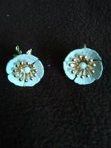 Vintage Sarah Coventry White Flower Design clip on earrings - $14.00