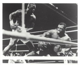 MIKE TYSON vs BUSTER DOUGLAS 8X10 PHOTO BOXING PICTURE B/W ACTION - $3.95