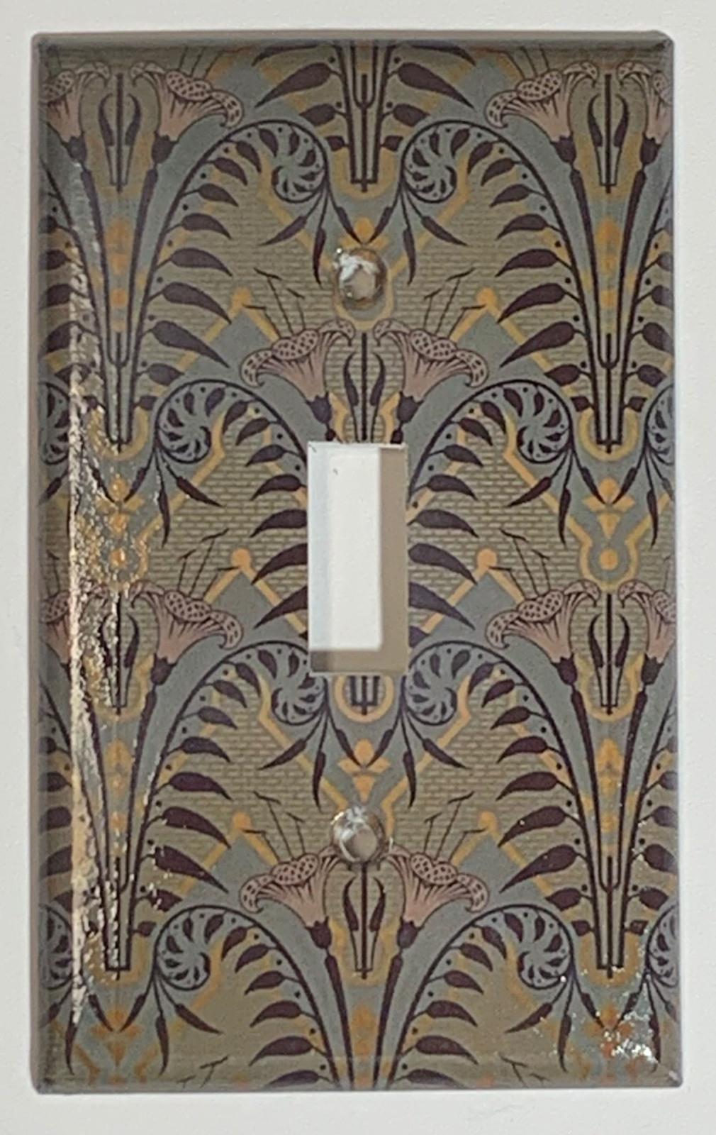 Haunted mansion wallpaper brown single toggle