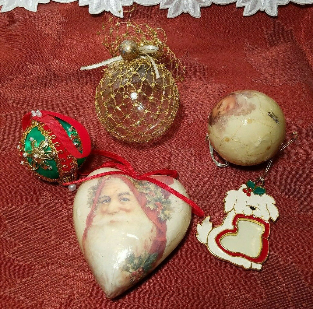 FIVE ASSORTED VINTAGE CHRISTMAS ORNAMENTS