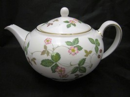 Wedgwood Wild Strawberry Teapot 1.4 Pt Brand New with Tag # 50105506091 - $202.95
