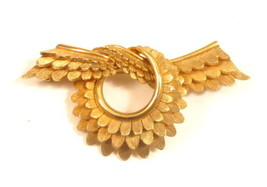 Corocraft Signed Bow Shaped Gold Plated Feathered Layer Ribbon Brooch Pi... - $42.56