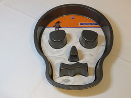 Wilton Skull Cake Pan 2105-6031 Non stick Halloween Scary Good Treats NEW - $24.74