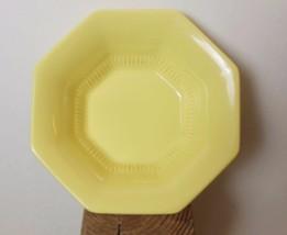 Independence Daffodil Rimmed Fruit bowl Set of 2 5 3/4 - $10.00