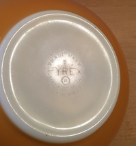 Vintage 70s Pyrex 2 1/2 qt mixing bowl with Old Orchard pattern image 4