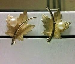 "Vintage Jewelry:1 1/8"" Sarah Cov Gold Tone Leaf ClipOn Earrings 04-28-2019 - $8.90"