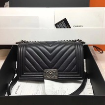 BRAND NEW AUTHENTIC CHANEL 2017 BLACK CAVIAR CHEVRON MEDIUM BOY FLAP BAG RHW