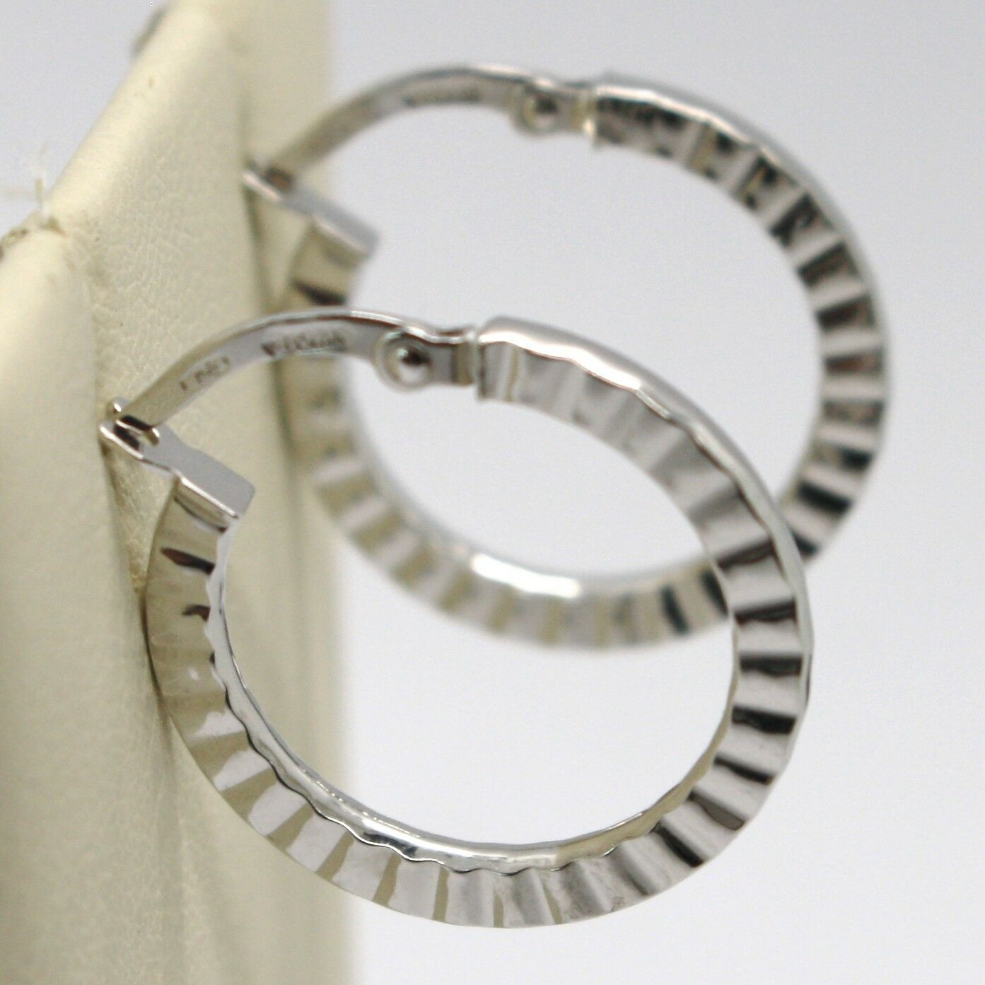 18K WHITE GOLD CIRCLE HOOPS STRIPED AND HAMMERED EARRINGS 21 MM x 2 MM, ITALY