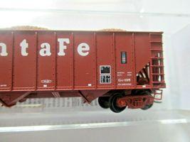 Micro-Trains # 10800123 Atchison, Topeka & Santa Fe 100 Ton 3-Bay Hopper N-Scale image 3
