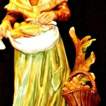 Large Old Lady Figurine with Corn and Basket AA19-1564 Vintage image 5