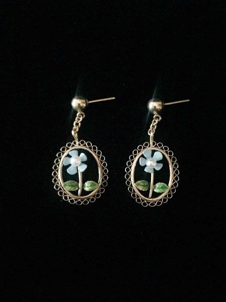 Vintage 60s gold filigree with blue enamel daisy & pearl post dangle earrings