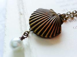 Seashell Locket Clam Necklace Antique Brass Seashell Photo Locket White ... - $27.00