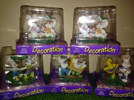 New Lot of Five Easter Bunny Scenes Hand Painted Polystone Decorations - €11,01 EUR