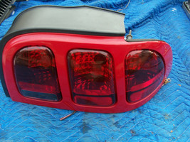 1998 Mustang E9 Laser Red Right Taillight Oem Used Ford Part 1997 1996 1995 1994 - $169.00