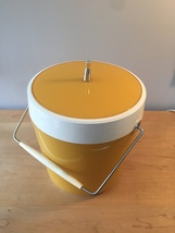 Vintage 70s ice bucket by West Bend (atomic gold/white thermal) image 2