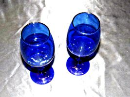 Cobalt Bell Shaped Wine Glass Pair with Trumpet Vase AA19-1461 Vintage image 4